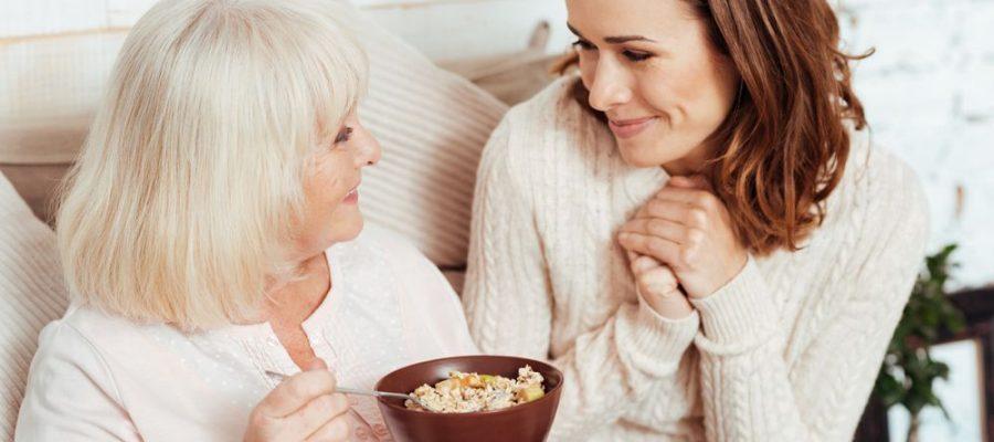 conheca-os-cuidados-que-devem-ser-tomados-com-a-alimentacao-do-idoso.jpeg