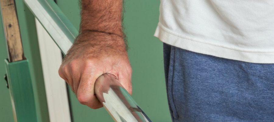 8-dicas-de-como-prevenir-acidentes-domesticos-com-idosos.jpeg