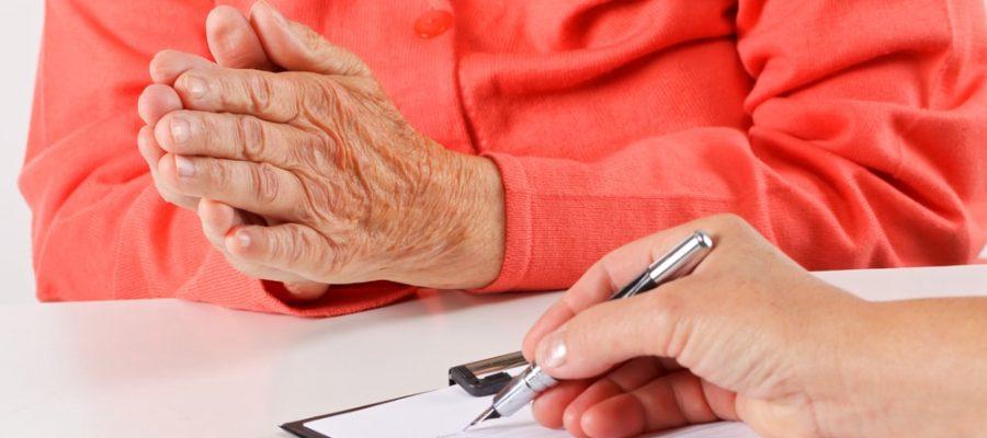 entenda-como-funciona-o-contrato-de-cuidador-de-idosos.jpeg