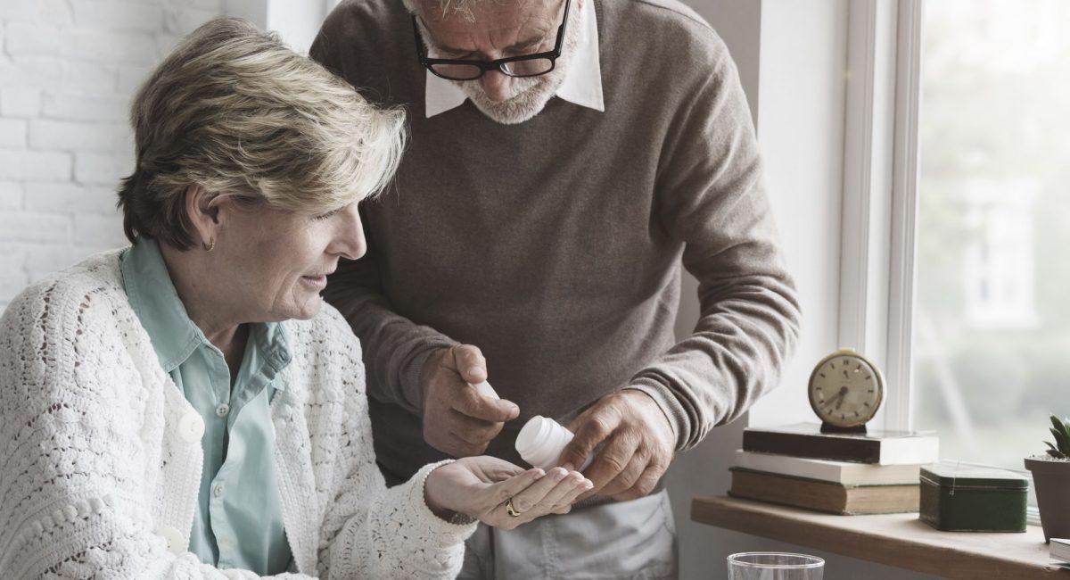 7-cuidados-que-precisam-ser-tomados-com-a-medicacao-do-idoso.jpeg
