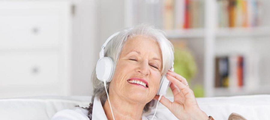 entenda-os-beneficios-da-musicoterapia-para-idosos.jpeg