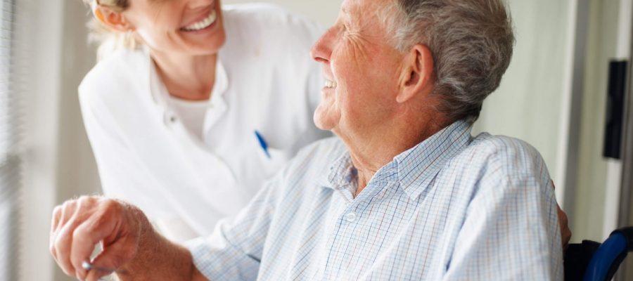 contratar-cuidador-de-idoso-e-servico-de-home-care-veja-as-diferencas.jpeg