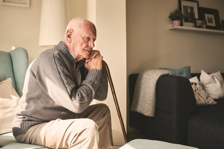 Como um cuidador de idosos pode ajudar no isolamento social ...