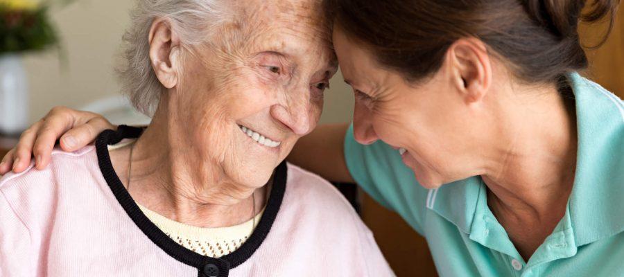quais-sao-as-habilidades-que-diferenciam-um-cuidador-de-idosos.jpeg