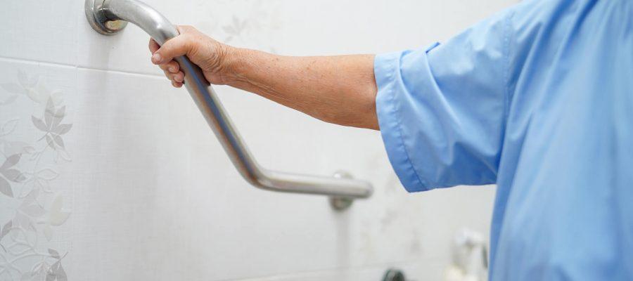 veja-por-que-instalar-barra-de-apoio-para-idosos-em-casa.jpeg