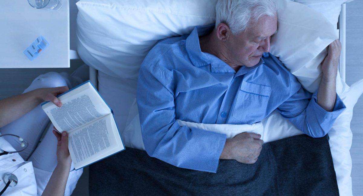 voce-sabe-como-cuidar-de-idosos-a-noite.jpeg